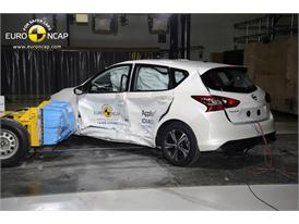 Nissan Pulsar  - Side crash test 2014