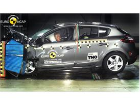 Renault Megane Hatch Reassessment  - Frontal crash test 2014