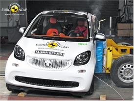 smart fortwo  - Side crash test 2014