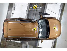 Kia Sorento  - Pole crash test 2014 - after crash