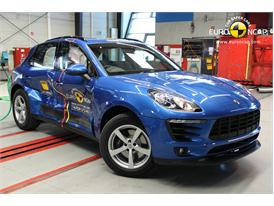 Porsche Macan  - Side crash test 2014