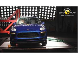 Porsche Macan - Pole crash test 2014