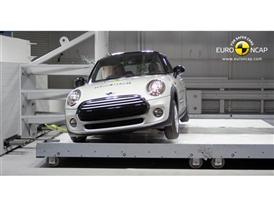 MINI Cooper - Pole crash test 2014