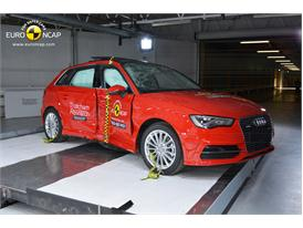 Audi A3 Sportback e-tron  - Pole crash test 2014 - after crash