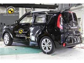 Kia Soul  - Pole crash test 2014 - after crash