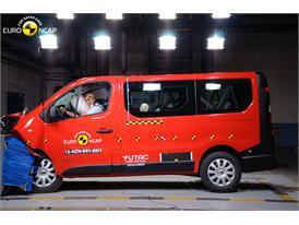 Renault Trafic  - FrontalOffset Impact test 2015