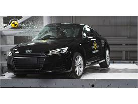 Audi TT  - Pole crash test 2015
