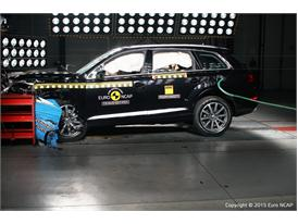 Audi Q7  - Frontal Offset Impact test 2015