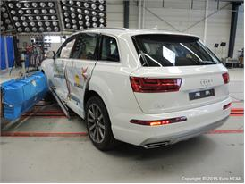 Audi Q7 - Side Crash Test 2015