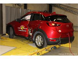 Mazda CX-3  - Pole crash test 2015 - after crash