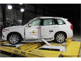 Volvo XC90  - Pole crash test 2015 - after crash