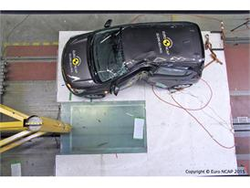 Opel/Vauxhall Karl  - Pole crash test 2015 - after crash