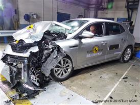 Renault Mégane - Frontal Offset Impact test 2015 - after crash