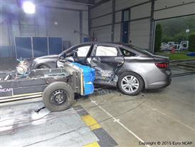 Renault Talisman  - Side crash test 2015 - after crash