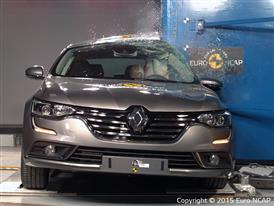 Renault Talisman  - Pole crash test 2015