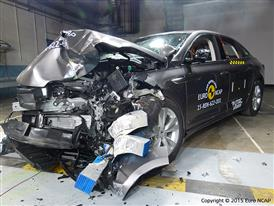 Renault Talisman - Frontal Offset Impact test 2015 - after crash
