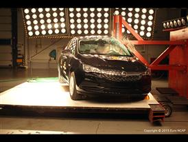 Opel-Vauxhall Astra  - Pole crash test 2015