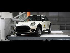 MINI Clubman-Pole crash test 2015