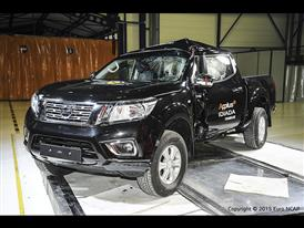 Nissan NP300 Navara - Pole crash test 2015 - after crash