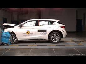 Infiniti Q30 - Frontal Offset Impact test 2015