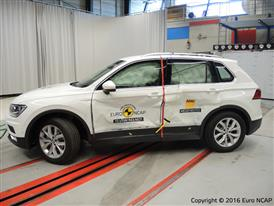 Volkswagen Tiguan- Side crash test 2016 - after crash