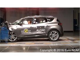 Renault Scenic- Frontal Offset Impact test 2016