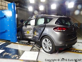Renault Scenic - Pole crash test 2016 - after crash