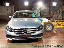 Mercedes-Benz E-Class - Side crash test 2016