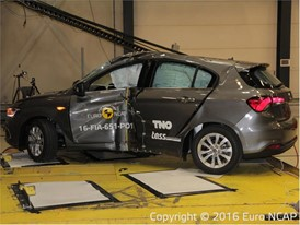 Fiat Tipo  - Pole crash test 2016 - after crash