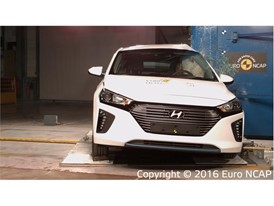 Hyundai Ioniq - Pole crash test 2016