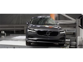 Volvo S90 - Pole crash test 2017