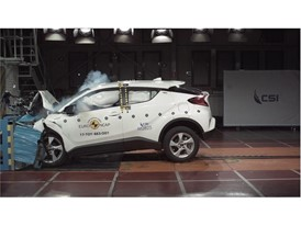 Toyota C-HR - Frontal Offset Impact test 2017
