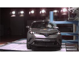 Toyota C-HR - Pole crash test 2017