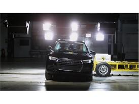 Audi Q5 - Side crash test 2017