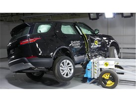 Land Rover Discovery - Side crash test 2017 - after crash