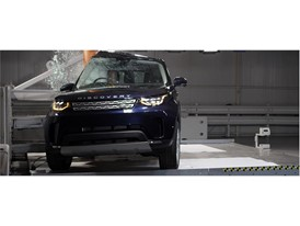 Land Rover Discovery - Pole crash test 2017