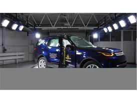 Land Rover Discovery - Pole crash test 2017 - after crash
