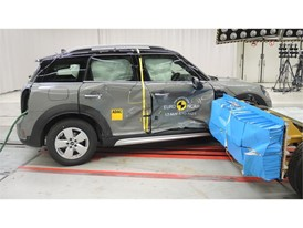 MINI Countryman - Side crash test 2017