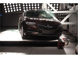 Opel Insignia - Pole crash test 2017