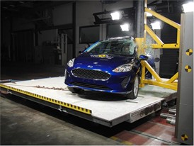 Ford Fiesta - Pole crash test 2017