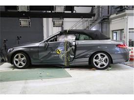 Mercedes-Benz C-Class Cabriolet - Pole crash test 2017 - after crash