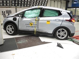 Opel/Vauxhall Ampera-e - Pole crash test 2017 - after crash