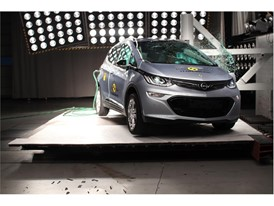 Opel/Vauxhall Ampera-e - Pole crash test 2017