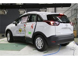 Opel/Vauxhall Crossland X - Pole crash test 2017 - after crash