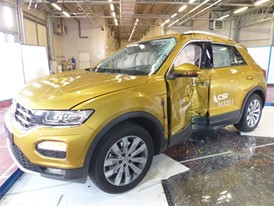 VW T Roc - Pole crash test 2017 - after crash