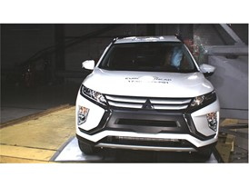 Mitsubishi Eclipse Cross - Pole crash test 2017