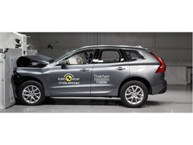 Volvo XC60 - Frontal Full Width test 2017