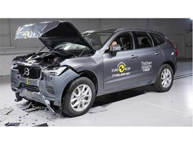Volvo XC60 - Frontal Full Width test 2017 - after crash