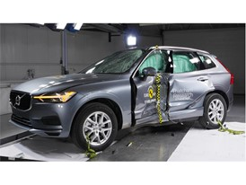 Volvo XC60 - Pole crash test 2017 - after crash