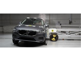 Volvo XC60 - Side crash test 2017